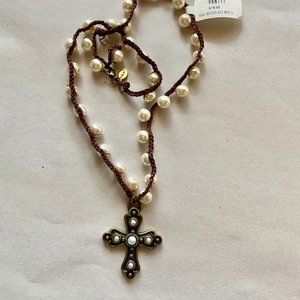 🎉5 for $22 | NWT Pearl necklace with brass cross